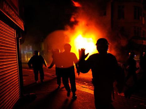 מהומות באנגליה3
