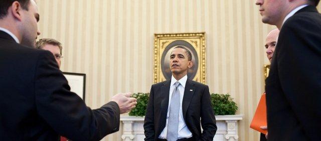 מלך הספינים הנשיא אובמה וצוות היועצים (בן רודס משמאל) צילום הבית הלבן